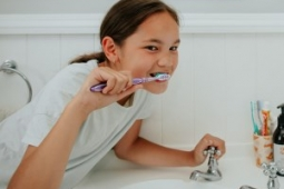 Brushing teeth 300 x 210